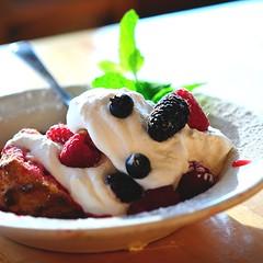 anticipation [332-365] (ChezChiens) Tags: dessert berries dish mint spoon bowl 365 anticipation raspberries blueberries shortcake odc powderedsugar boysenberries sh10 scavengerhunt101 extravagantfood ourdailychallenge waitingtotaste