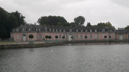 Schloss Benrath im Regen