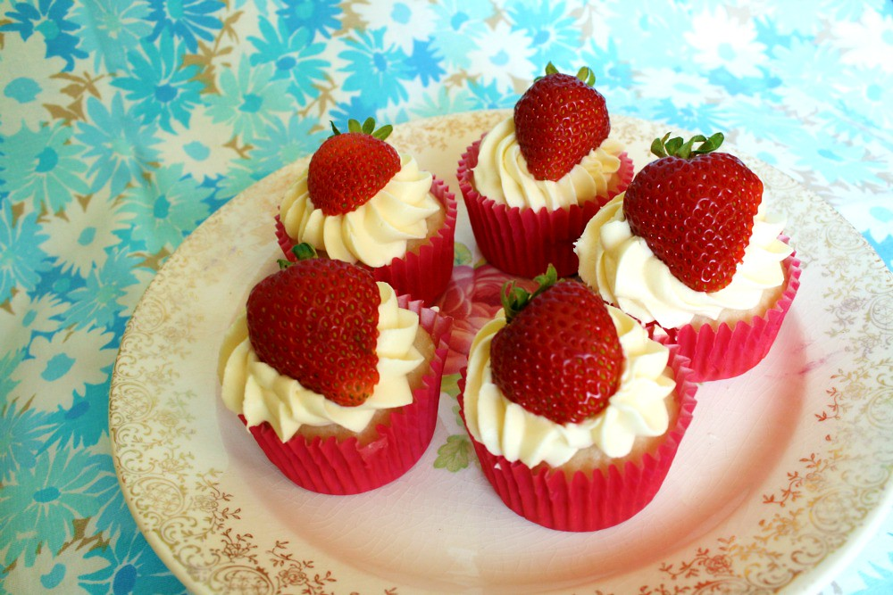 Cupcakes Take The Cake: Strawberry cheesecake cupcakes and recipe link