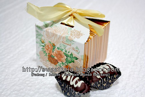 Brown Gold Ribbon Box Packing