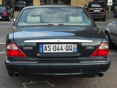 Jaguar XJR (Transaxle (alias Toprope)) Tags: auto street berlin cars beauty car sedan nikon power coche soul jag bella jaguar autos common saloon kerb curb  macchina limousine coches toprope xj8 luxurycar meilenwerk 4door autostoriche bellamacchina  x308  commoncar commoncars