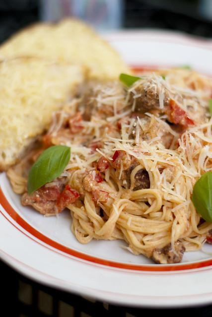Spagetid tomati-mascarponekastme ja lihapallidega / Tomato & mascarpone spaghetti with meatballs