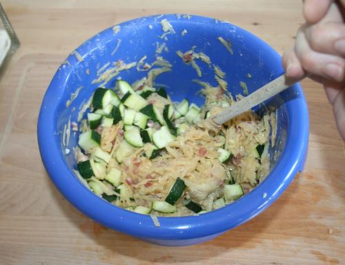 20 - Zucchiniwürfel dazu geben