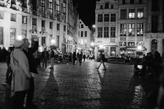 Night time hustle and bustle (Kate Tettmar) Tags: leica shadow brussels people urban blackandwhite lights grandplace bruxelles rangefinder 35mmfilm analogue grotemarkt ddx ilfotecddx leicam3 fujifilmneopan1600 homeprocessed leicasummicronc40mmf20 belguin bwfp