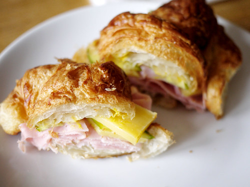 07-08 Croissanwich