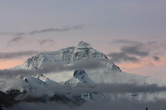 3 minutes before sunrise (arjayempee) Tags: china tibet everest peregrine img6088 rongphumonastery chomolongma everestnorthface changtse everestwestridge tibetanexplorer rongphumonasteryguesthouse everestnorthridge thegreatcouloir thehornbeincouloir
