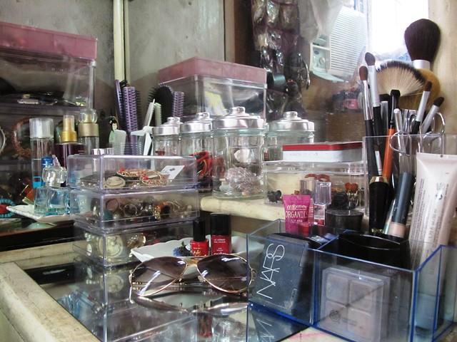Organizing Vanity Dresser (7)