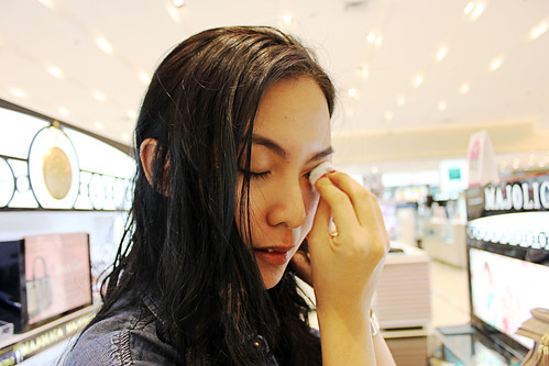 Marbbie Removing Her Eye Makeup Using Majolica Majorca Eye Reset Gel