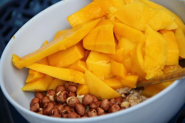 Oatmeal, Mango, Peanuts