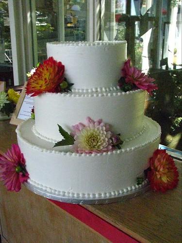 Simple Beauty, Classic Buttercream Wedding Cake