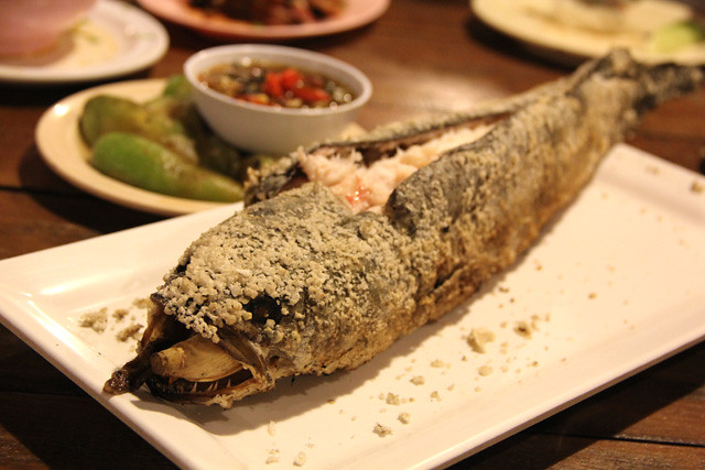 Pla pao (ปลาเผา) - Roasted Snakehead Fish