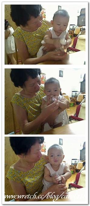20110706小小wei喝水