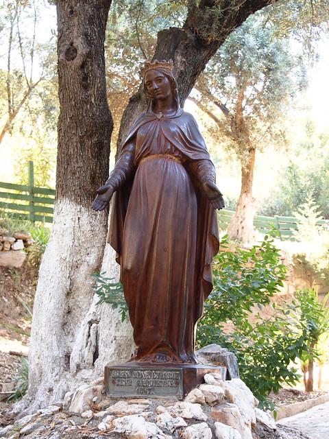 聖母瑪利亞之屋旁的聖母像