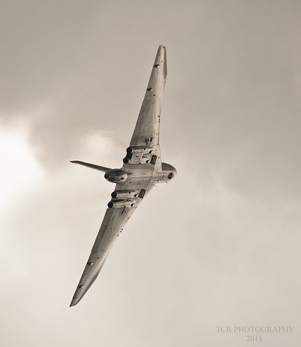 Vulcan XH558 glistening in the sun. Yeovilton 2011 by TCR4x4