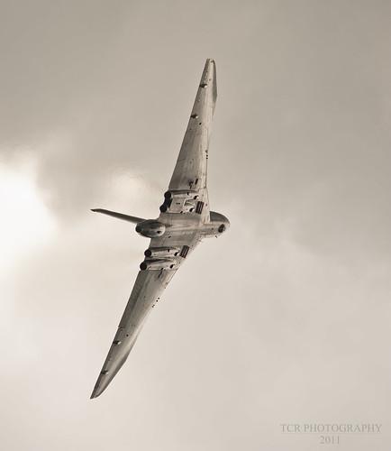 Vulcan XH558 glistening in the sun. Yeovilton 2011 by TCR4x4