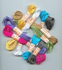 З поки-що непредставленного в інтернет-магазині також кольоровий турецький  штучний шовк для вишиванок