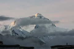 3 minutes after sunrise (arjayempee) Tags: china tibet everest peregrine rongphumonastery img6089 chomolongma everestnorthface changtse everestwestridge tibetanexplorer donwhillansquote rongphumonasteryguesthouse everestnorthridge thegreatcouloir thehornbeincouloir