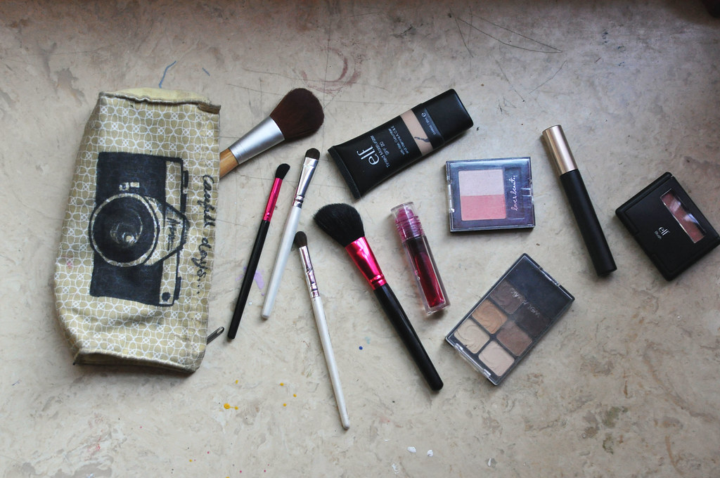 whats in my makeup bag as of July 18 2011