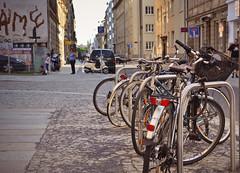 Abendlicht (macsoapy) Tags: street urban abend dresden sommer saxony fahrräder abendlicht fahrradständer dresdenneustadt d7000 alaunstrase