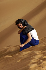 Pensamientos (kico250) Tags: travel people sahara desert gente dunes raquel arena viajes desierto marruecos turismo moroco dunas franciscodecordoba sonyalpha ergchigaga pico250 kico250