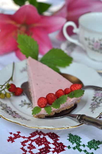 maasika-jogurtikook/strawberry and joghurt cake