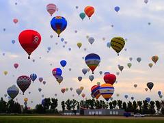 world record (mujepa) Tags: show france festival ballon balloon meeting demonstration event hotairballoon lorraine montgolfière chambley rassemblement biénnale mondialairballons ringexcellence
