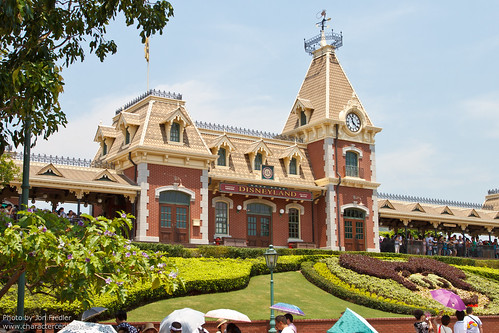 HKDL July 2011 - Heading into the Park!