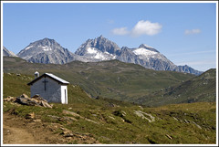 (manuz73) Tags: verde montagne nikon nuvole tetto erba piemonte neve roccia azzurro alpi prato montagna bianco croce cappella cime cileo pascoli vco formazza ossola d80
