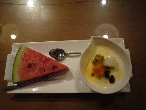 甜點:西瓜 杏仁奶酪配綜合水果