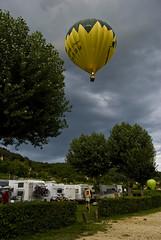 Globo12 (elmuaca) Tags: viaje france landscape la fly publicidad wind balloon paisaje dordogne roque vistas breeze paysage francia aire atmosfera horizonte globo viajar brisa volar tofly aerostaticballoon gageac