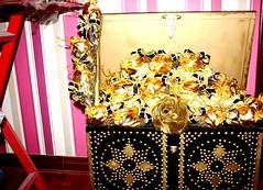 الصندوق المبيت - هدية فخمه (ChoCakeQatar) Tags: ميلاد كيك ولادة محل قرقيعان حلويات قرنقعوه أفراح كافي توزيعات شوكولا أعراس أعياد ولاده موالح شوكولات حفلا