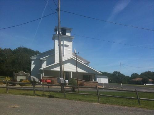 Iglesia camino a Punxsutawney