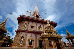 Wat Chalong, Phuket, Thailand (Nobythai) Tags: blue sea sky tower architecture geotagged thailand temple eos asia southeastasia thai 5d phuket aasia    supershot flickeraward    mywinners sesside thaithailand anawesomeshot flickraward unseenasia  earthasia totallythailand  impensable tottallythailand