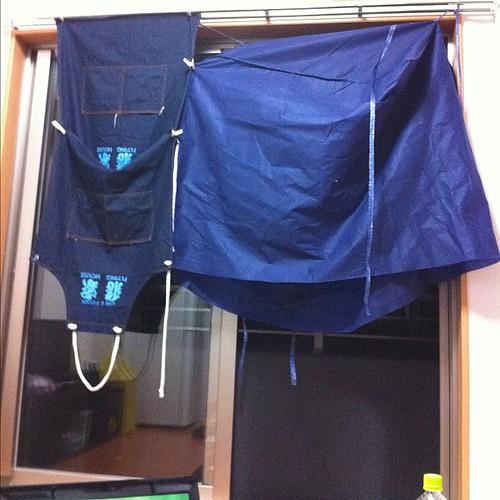 何を隠そう支給のカーテンがまだ届いていないので窓はこの状態です。悲しす