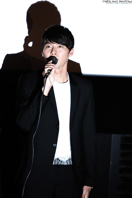 Hyun Bin- Late Autumn Stage Greeting (Feb 11, 2011) - 0062
