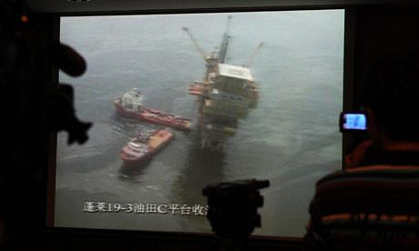 Разлив нефти в акватории Бохайского моря у побережья Китая