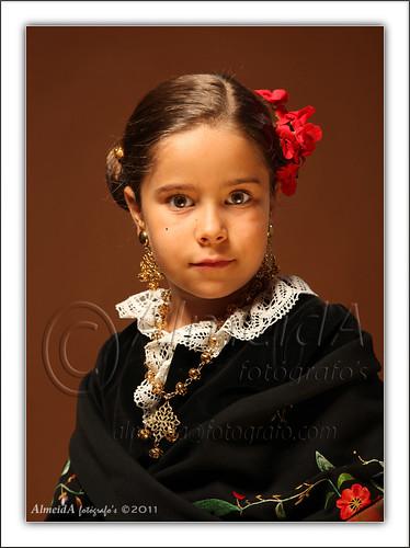 Esther vestida de extremeña by AlmeidA Fotógrafo's