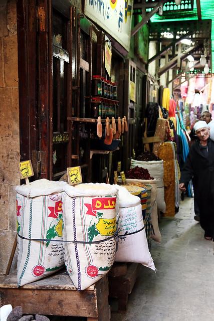 エジプト、カイロ、スークの路地