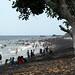 Dia de domingo e praia lotada