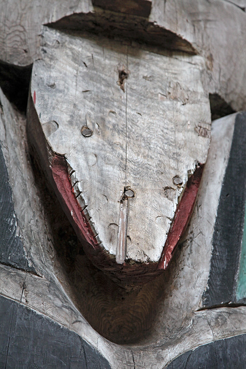 mising face, center house post, Naay I'waans, Chief Son-i-Hat Whale House, Kasaan, Alaska
