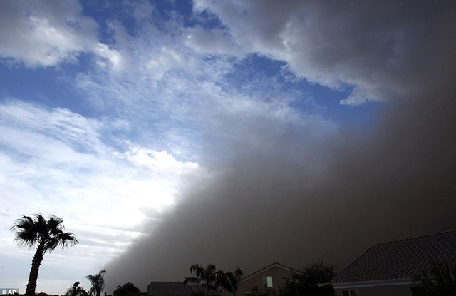 Day the sky turned brown 3,000ft high dust cloud rolls across Arizona AGAIN  9