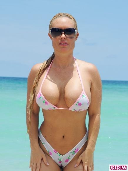 Coco-in-a-Tiny-Pink-Bikini-7-435x580