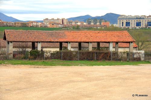Edificios y vistas de la Avenida de Aróstegui de Pamplona. Al fondo, Barañáin.