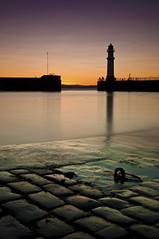 Newhaven Sunset 24 July 2011 (Grant_R) Tags: longexposure sunset summer lighthouse scotland edinburgh harbour july leith newhaven cobbles slipway firthofforth 2011 newhavenharbour newhavenlighthouse grantr newhavensunset