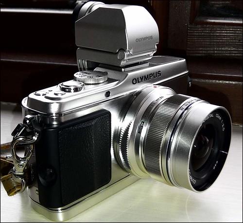 Olympus E-P3 12mm f/2