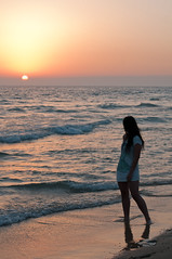 (wowned) Tags: sea espaa beach atardecer 50mm andaluca nikon f14 playa puestadesol nikkor cdiz zaharadelosatunes d300
