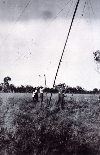 1921 Raising the wireless mast - KHS-2011-15-04-P2-D