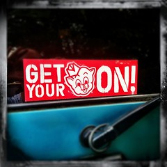 GIT IT!!! (Foto.Maven) Tags: blue red square pig sticker teal maryland betsy bumpersticker normal vignette pigglywiggly betsyspruill garrettpark betsyphotography clarkephotography iphoneography betsyclarke garrettparkmaryland