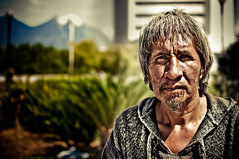 Don Gilberto. (DiegoAAH) Tags: retrato homeless hombre macroplaza sinhogar hobbo