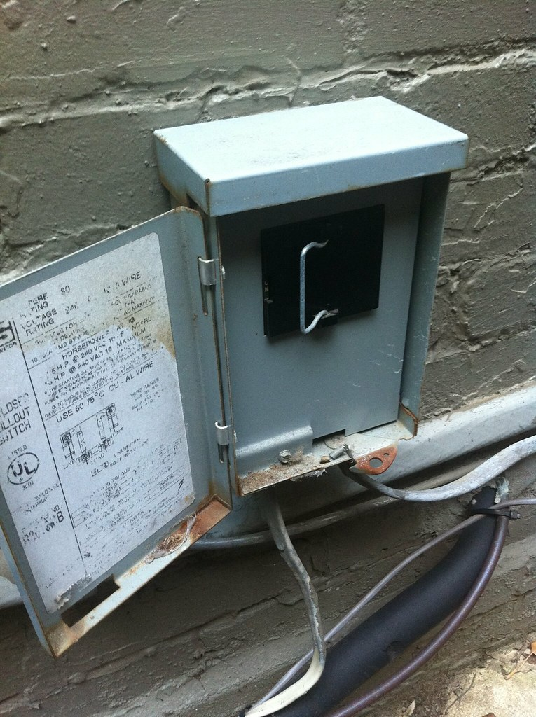5965996642_57296a2ee1_b it's getting hot in here easy air conditioning fix old town home ac fuse box at gsmx.co